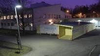 Хельсинки готовится: во дворе больницы появились рефрижераторы для трупов