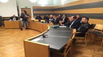 Hovioikeus alensi mönkijällä poliisin kaiteeseen kiilanneen miehen tuomiota