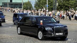 Ihmiset seurasivat Venäjän presidentti Vladimir Putinin saattueen saapumista 16. heinäkuuta.