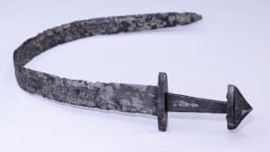 Kuvassa miekka