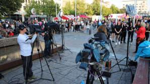 Toimittaja Terhi Varjonen haastattelee Katrianna Riihiluomaa.