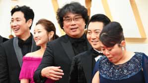 Bong Joon Ho ja Parasite -elokuvan näyttelijöitä.