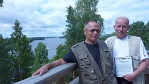 Matti Taponen (vas.) ja Jyri Maunula näkötornin huipulla