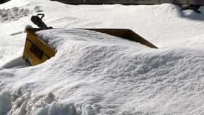 Kuvassa peräkärry lumen keskellä.