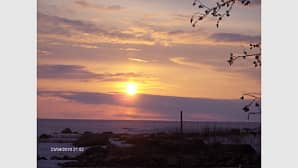 Keväinen auringonlasku Ohtakarissa ,meri vielä jäässä.