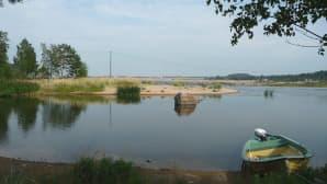 Kuvassa vene Kalajoella Kallan rannoilla.