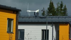 Talon katolla näkyy tuulimylly