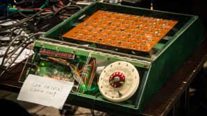 Sekvensseri, joka on valmistettu vanhasta shakkitietokoneesta.