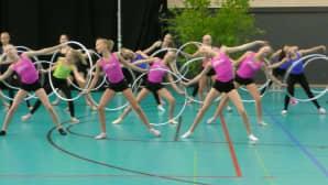 Joukkuevoimistelun yli 12-vuotiaat harjoittelivat Seinäjoen Urheilutalolla avajaispäivänä.