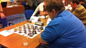 CSIT:n shakkimestaruusturnaus menossa Seinäjoen Cumuluksessa avajaispäivänä. Kuvassa Suomen edustaja.