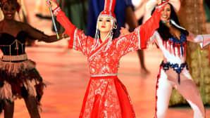 Vuoden 2014 Miss Maailma -kilpailun Mongolian ehdokas, Battsetseg Turbat, esiintyi näyttävässä asussaan Lontoossa 14. joulukuuta.