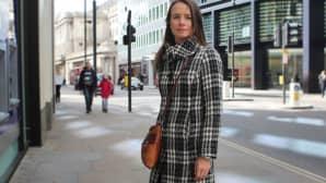 Lontoon Cityssä pankissa työskentelevä Alethea kokee, että tiukka pukukoodi helpottaa elämää.
