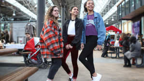 Isabelle, Stephanie ja Joanna tulivat Lontoon keskustaan kiertelemään vintage-kauppoja.