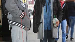 Kig ja Tamaira Lontoosta pitävät löysistä, rennoista vaatteista.