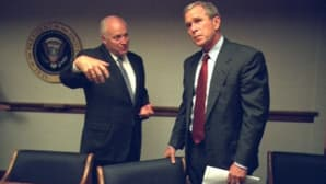 Dick Cheney puhuu George W. Bushille.