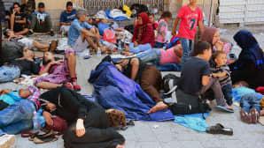 Maahanmuuttajia Budapestin Keleti-rautatieaseman edustalla 1. syyskuuta.