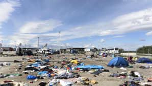 Turvapaikanhakijoiden jälkeensä jättämää tavaraa Nickelsdorfissa, Itävallassa 6. syyskuuta.