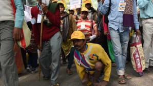 Mielenosoitus liikuntavammaisten oikeuksien puolesta New Delhin kaupungissa Intiassa 3. joulukuuta