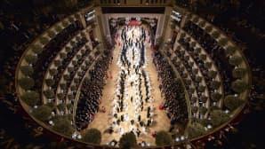 Wienin oopperan 60-vuotisjuhlan avajaistanssiaiset 4. helmikuuta.