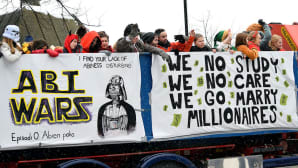 Abi wars ja we no studu we no care we go marry millionaires -tekstit penkkariautoissa