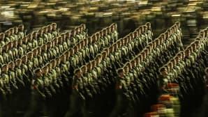 Sotilaat marssivat voitonpäivän paraatin harjoituksissa 5. toukokuuta Moskovan Punaisella torilla.