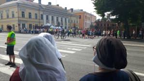 Paavo Nurmi -maratoonarit heittivät hikisiä yläfemmoja keskiajan tapahtumaa seuranneille.