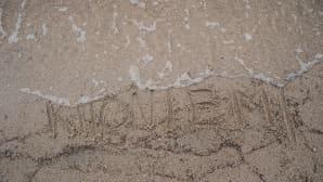 kirjoitus hiekassa