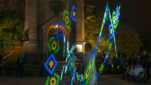 Belenos -ryhmän Ikaros valoshow ilahdutti eri puolilla kaupunkia.