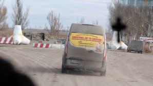 Rintaman lähellä betonisilla panssariesteillä rajattiin luvalliset kulkureitit. Kuva 2015 matkalta.
