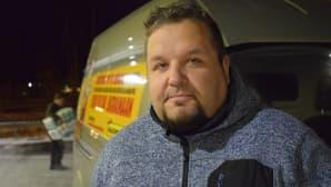 Timo Puustinen vie joululahjat perille Ukrainaan toistamiseen.