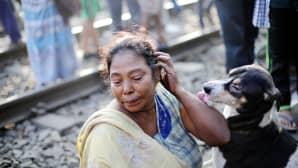 Asha Adhikari suree tulipalossa kuollutta tytärtään Calcutassa 17. joulukuuta. Kolme ihmistä kuoli, viisi loukkaantui ja noin sata jäi kodittomaksi slummialueella syttyneessä tulipalossa.