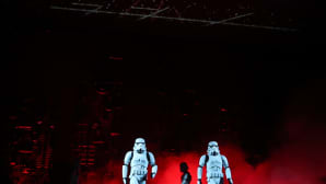 Imperiumin iskujoukkoja Rogue One: A Star Wars Story -elokuvan ensi-illassa Hollywoodissa 15. joulukuuta.
