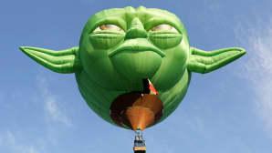 Star Warsin Yoda-hahmon pään muotoinen lentolaite 21. kertaa järjestetyllä kuumailmapallofestivaalilla entisessä Yhdysvaltain lentotukikohdassa, Angelesin kaupungissa, Filippiineillä 9. helmikuuta.