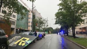 Rakennustyömaan suoja-aita lensi auton päälle Helsingin Pasilassa.