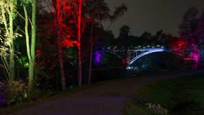 Valo virtaa -tapahtuma värjäsi koko Tourujokilaakson perjantai-iltana maagisiin väreihin.