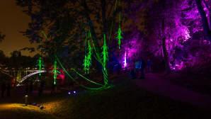 Tourujoen puisto Mataran kansalaistoiminnankeskuksen vieressä avattiin juhlallisesti ja värikkäässti Valo Virtaa –tapahtumassa perjantaina.