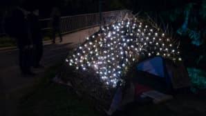 Nahkurinsillan korvaan oli pystytetty tavallista näyttävämpi teltta.