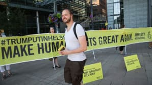"Amnesty Internationalin mielenilmauksen banderolleissa luki ""Make Human Rights Great Again""."