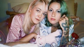 I säng med Ronja & Taika