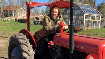 Tuukka Temonen ammensi tietonsa maalla asumiseen Pientalon käsikirjasta ja opetteli alpakan käsittelyä Wikipediasta