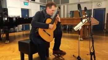 M-studio: Jean Sibelius (sov. Seppo Siirala): Rondino pianolle nro 1 gis-molli kok. Kaksi rondinoa op. 68 (Ismo Eskelinen, kitara)