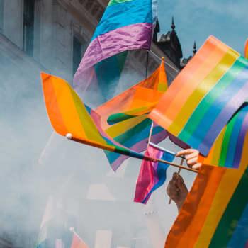 """""""Olin täysi-ikäiseksi asti rikollinen ja 31-vuotiaaksi sairas"""" - tällaista on ollut olla seksuaalivähemmistöä ennen Pride-aikaa"""