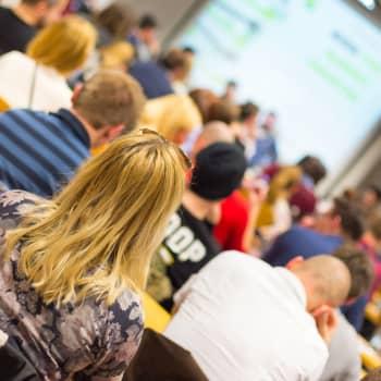 """""""Det är på en annan nivå än i finska skolor"""" - torsdagssnackarna funderar på finskundervisningen i svenskspråkiga skolor"""