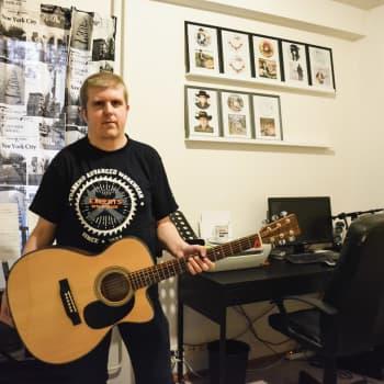 Tom Håkans släpper sin tredje skiva