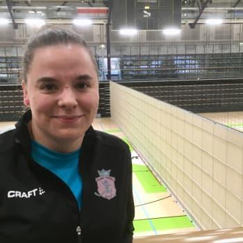 Anniina Orrenmaa pelaa salibandya sekä nais- että miesjoukkueessa
