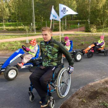 Eero Uusitalo kerää varoja lasten liikuntaan kelaamalla pyörätuolilla Aurasta Lohjalle