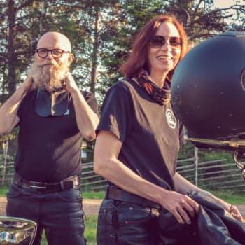 Varför skulle vi sluta åka motorcykel? Vi älskar ju vår hobby.
