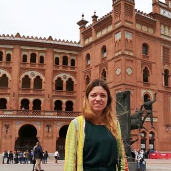 Eläinrakas Alejandra Oliver puolustaa härkätaistelua