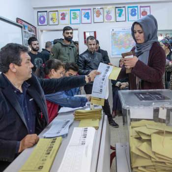 """""""Jos Turkki olisi todellinen diktatuuri, tällaista ongelmaa ei olisi syntynyt"""" – Miksi Istanbulin pormestarivaalit uusitaan?"""