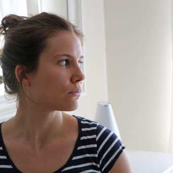 """""""Plötsligt börjar folk skrika"""" - Melina von Kraemer blev nedknuffad av en kappsäck i rulltrappan"""